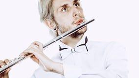 Flautista de sexo masculino que toca su flauta Fotos de archivo