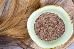 Flaxseeds z blondynka włosy zdjęcia stock
