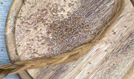 Flaxseeds z blondynka włosy obraz stock