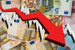 Flecha de caída con el fondo euro del dinero Foto de archivo