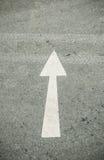 Flecha de la marca de camino para arriba Foto de archivo