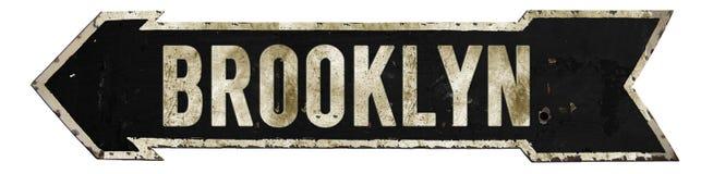 Flecha del Grunge de la placa de calle de Brooklyn imagenes de archivo