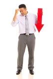 Flecha del hombre de negocios que señala abajo Imagen de archivo