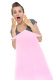 Flecha grande que señala en mujer de negocios asustada Fotos de archivo