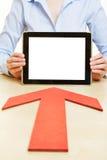 Flecha que señala a la tableta Foto de archivo libre de regalías