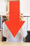 Flecha roja que señala abajo Fotos de archivo libres de regalías