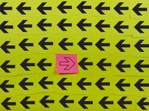 flechas Concepto de oposición Imágenes de archivo libres de regalías