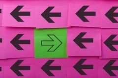 flechas Concepto de oposición Fotos de archivo