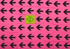 flechas Concepto de oposición Fotografía de archivo