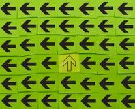 flechas Concepto vertical y horizontal Imágenes de archivo libres de regalías