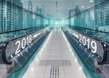 Flechas de la dirección con 2018 y 2019 como concepto para la vuelta del Foto de archivo libre de regalías