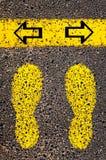 Flechas izquierdas y derechas Imagen conceptual de la indecisión Imagenes de archivo