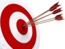 Flechas que golpean directamente en ojo de toros Imagen de archivo libre de regalías