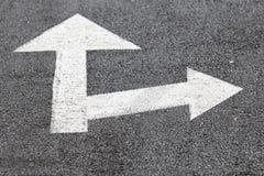 Flechas que señalan a la derecha y a continuación Foto de archivo