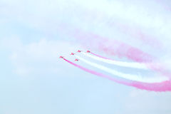 Flechas rojas de los pilotos de británicos en el airshow Imágenes de archivo libres de regalías