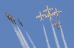 Flechas tricoloras italianas en equipo acrobático durante salón aeronáutico Imagen de archivo
