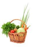 Flechtweide mit Gemüse Stockfotografie