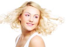 Fleckenlose junge blonde Frau Lizenzfreie Stockbilder