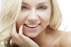 Fleckenlose junge blonde Frau Stockbilder