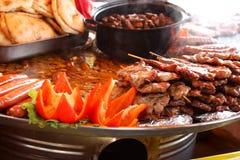 Fleisch auf dem Grill Stockfotos