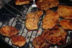 Fleisch auf einem Grill Stockbild