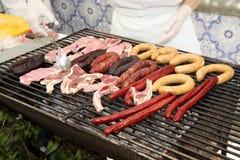 Fleisch auf Grill-Grill Lizenzfreies Stockfoto
