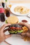 Fleisch fressende Burger Lizenzfreie Stockbilder