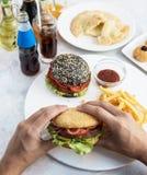 Fleisch fressende Burger Lizenzfreie Stockfotos