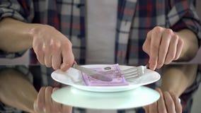 Fleisch fressende Eurobanknoten, Geld vergeudend, Symbol der Verbraucherschutzbewegung, Budget für Lebensmittel lizenzfreie stockbilder