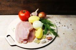 fleisch gemüse gewürz Hühnerbrusthühnerbrust und -gemüse Diätetisches Fleisch Produkte für Hühnerbrühe Der Prozess von m stockbilder