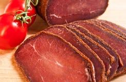 Fleisch köstliches basturma mit Kirsche Lizenzfreie Stockfotos