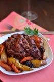 Fleisch mit Birnen und Trockenfrüchten Lizenzfreie Stockbilder