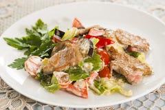 Fleisch mit Gemüse und Kräutern Stockfotos