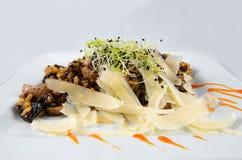 Fleisch mit Reis und Pilzen Stockfotos