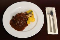 Fleisch mit Soße Stockbild