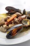 Fleisch- und Fischeintopfgericht Stockfoto