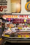 Fleisch-und Käse-Stall bei Adelaide Market, Australien stockfotos