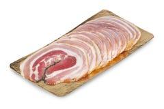 Fleisch und Würste auf weißem backgroung stockfotos