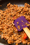 Fleisch von Bolognese auf Bratpfanne Stockfotografie