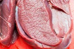 Fleisch wird in kochendem Wasser gekocht stockfoto