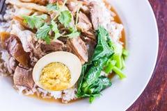 Fleischcurry mit Reis, vorgewählter Fokus Stockbild