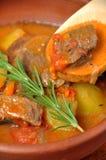Fleischeintopfgericht mit Kartoffeln Lizenzfreie Stockbilder