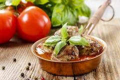Fleischklöschen in der Tomatensauce Stockbilder