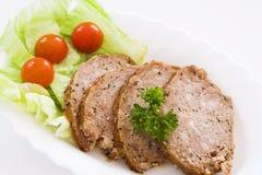 Fleischklöschen mit kleinem Salat Stockfotografie