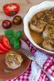 Fleischklöschen mit würziger süßer und saurer Pflaumensoße Stockbild
