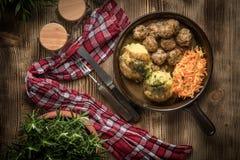 Fleischklöschen und Kartoffelpürees Stockbilder
