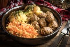 Fleischklöschen und Kartoffelpürees Stockbild