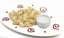 Fleischmehlklöße auf einer Platte Stockfoto