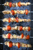Fleischscheiben in der Soße auf Feuer Stockbild