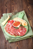 Fleischservierplatte von Cured Fleisch und Feigen Lizenzfreies Stockfoto